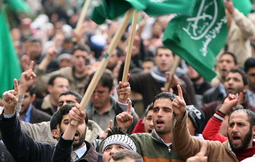 حديث حول المواقف السياسية للإخوان